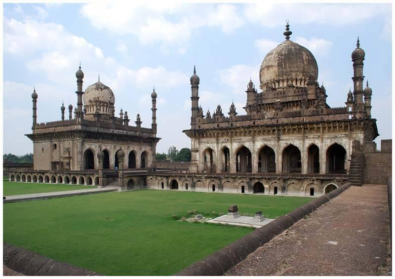 Qutub-Shahi-Tombs-Hyderabad