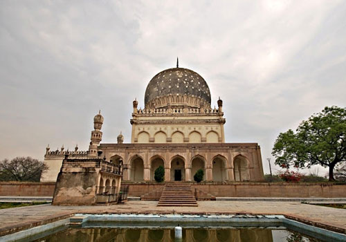 Qutub-Shahi-Tombs-in-hyderabad